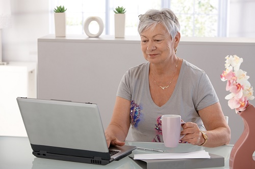 online courses for seniors; online courses for reitrees; online education for seniors; free online course; live your retirement; online learning for seniors