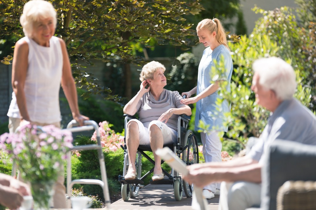 How to Afford Assisted Living [7 Ways to Get Financial Help]